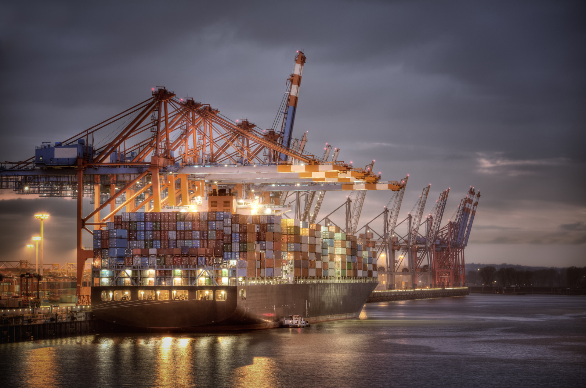 Synthetische Hochleistungsschmierstoffe für Hafenausrüstung